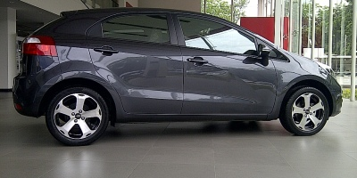 Mobil All New Kia Rio Jakarta